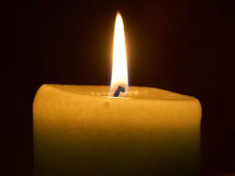 Vizualizati imaginile din articolul: November 1 – Virágok az elhunytaknak...