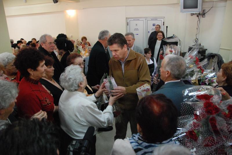 Vizualizati imaginile din articolul: O zi-surpriză pentru pensionarii târgumureşeni