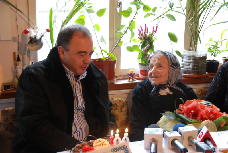 Vizualizati imaginile din articolul: La mulţi ani, tanti Cristina!