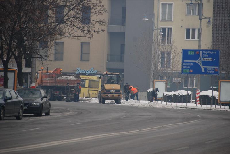 Vizualizati imaginile din articolul: Foc continuu la…zăpadă!