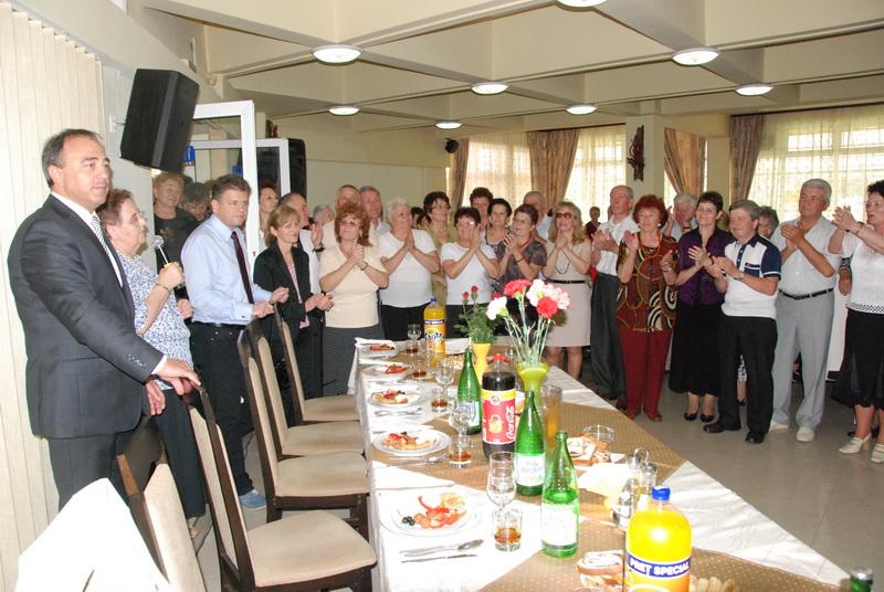 Vizualizati imaginile din articolul: Újra a nyugdíjasok körében!