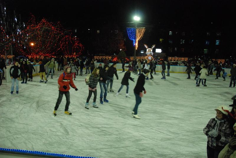 Vizualizati imaginile din articolul: Gratuit la patinoar până în 10 decembrie