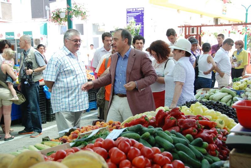 Vizualizati imaginile din articolul: Piaţa Dacia, redeschisă publicului