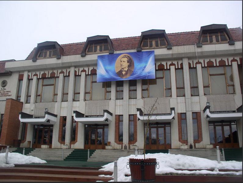 """Vizualizati imaginile din articolul: Toamnă bogată (în evenimente) la Centrul Cultural """"Mihai Eminescu"""""""