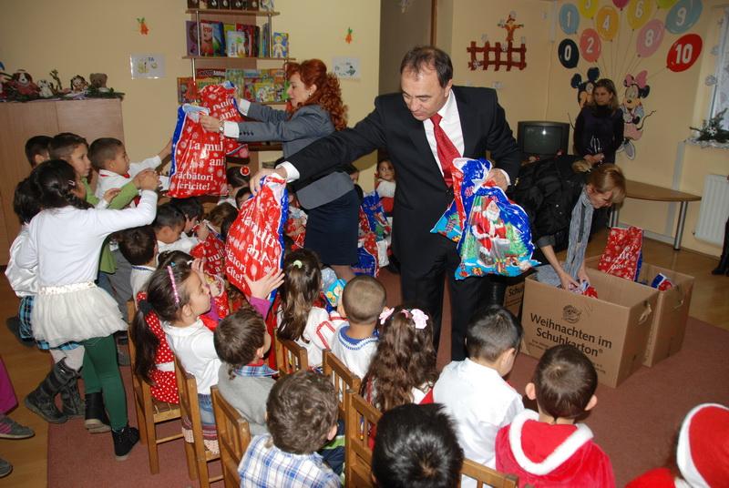Vizualizati imaginile din articolul: A venit Moş Crăciun la Centrul de Zi Rozmarin!