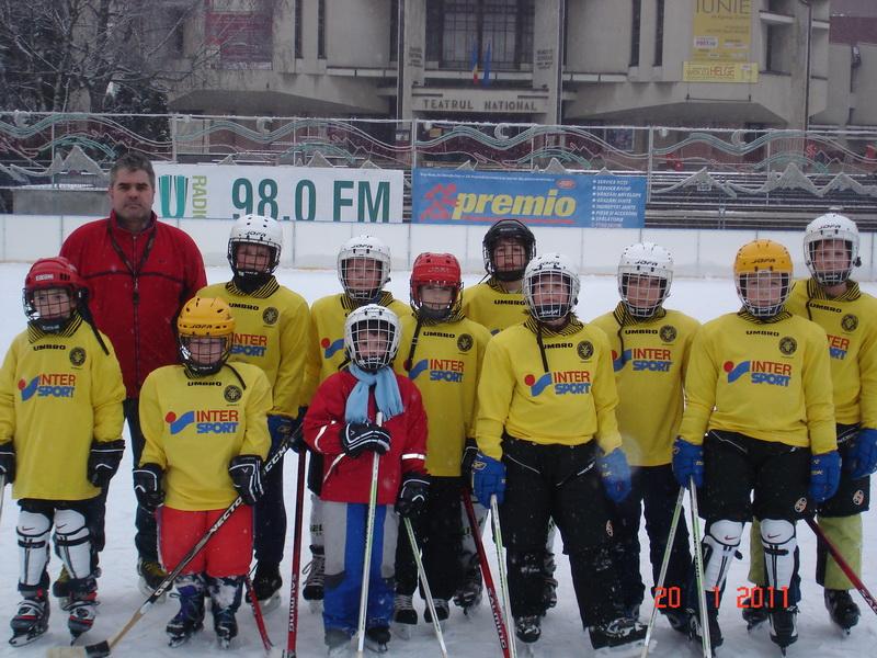 Vizualizati imaginile din articolul: Primul campionat de hochei pe gheaţă pentru copii, la Tîrgu - Mureş
