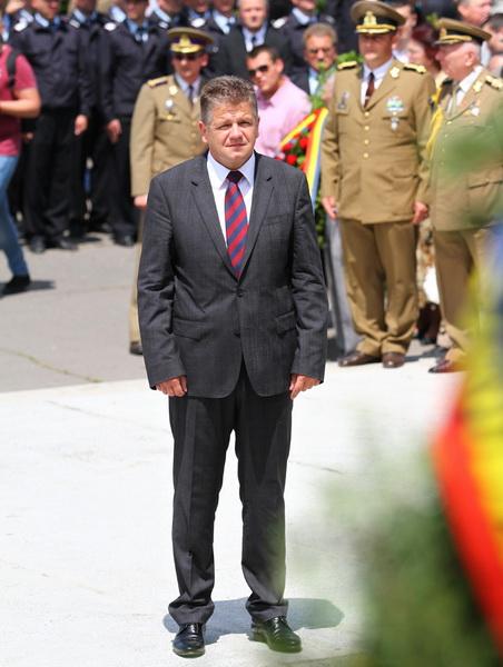 Vizualizati imaginile din articolul: Ziua Eroilor, la Tîrgu Mureș