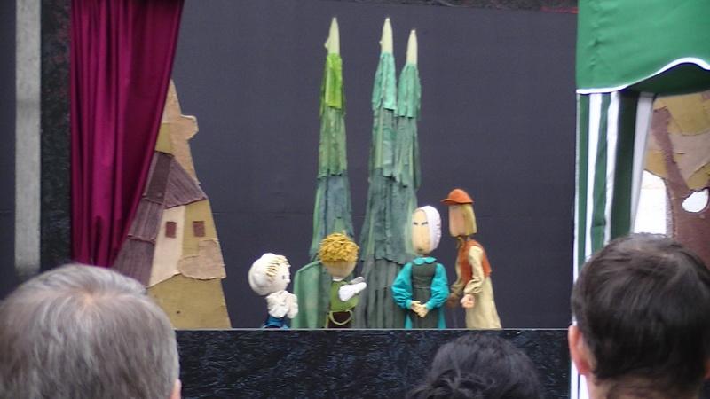 Vizualizati imaginile din articolul: Június elseje… nyílt színpadon
