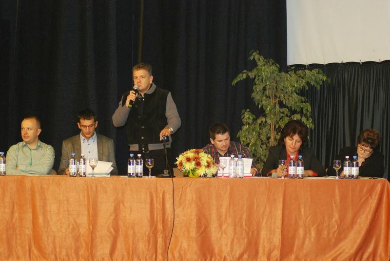 """Vizualizati imaginile din articolul: La Centrul Cultural """"Mihai Eminescu"""", Dezbatere publică privind soarta arborilor din oraş"""