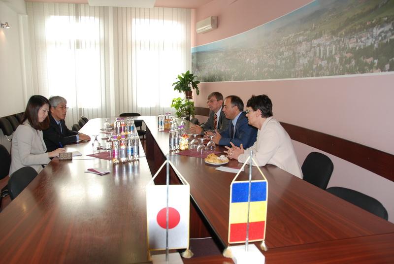 Vizualizati imaginile din articolul: Ambasadorul Japoniei în vizită la Primăria Tîrgu-Mureş