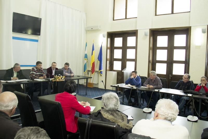 Vizualizati imaginile din articolul: Viceprimarul Claudiu Maior – prezent la întâlnirea Ligii Asociaţiilor de proprietari