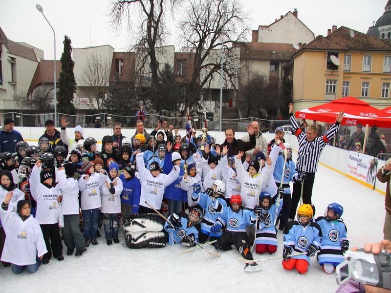 Vizualizati imaginile din articolul: Locul întâi pentru tinerii hocheişti târgumureşeni