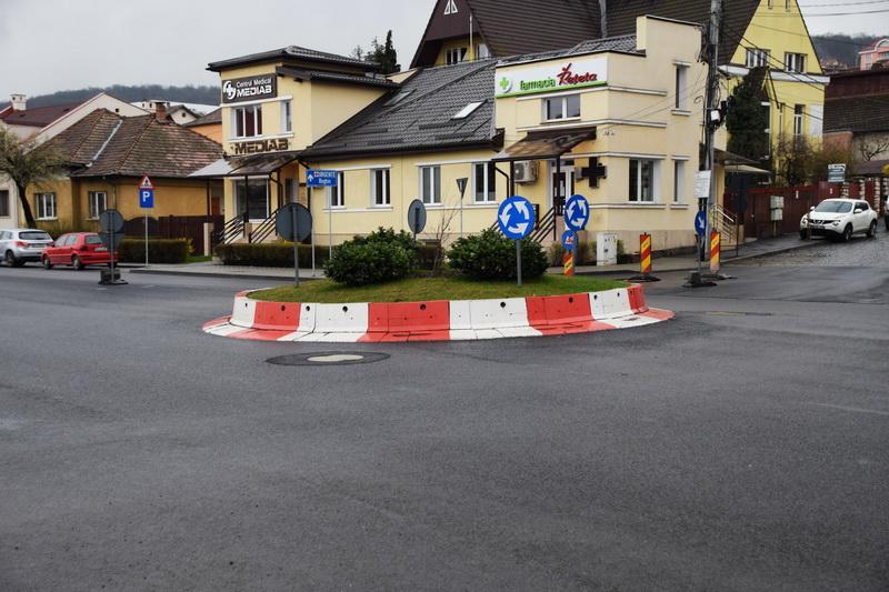 Vizualizati imaginile din articolul: Több tíz új kanálisfedő Marosvásárhely utcáin