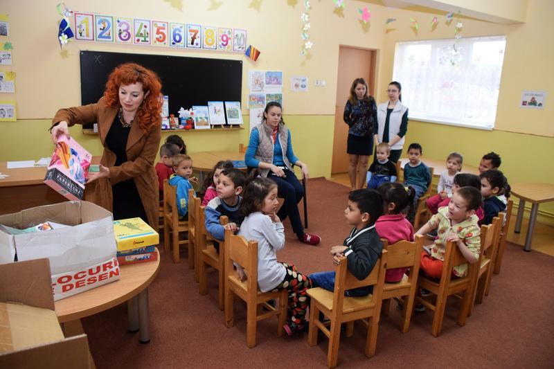 Vizualizati imaginile din articolul: Rechizite pentru copiii de la Centrul ROZMARIN