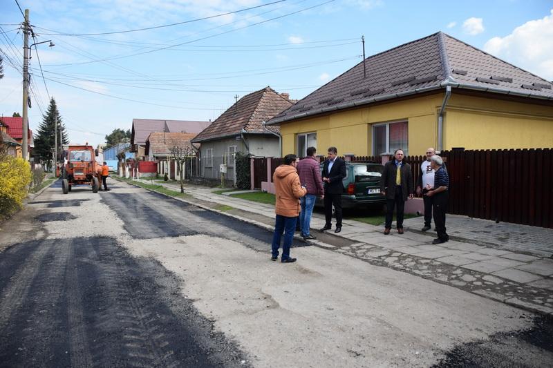 Vizualizati imaginile din articolul: STRADA ŞOIMILOR, ASFALTATĂ