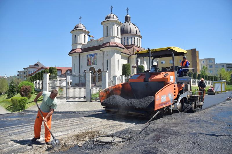 Vizualizati imaginile din articolul: Trotuare asfaltate pe Bulevardul Pandurilor