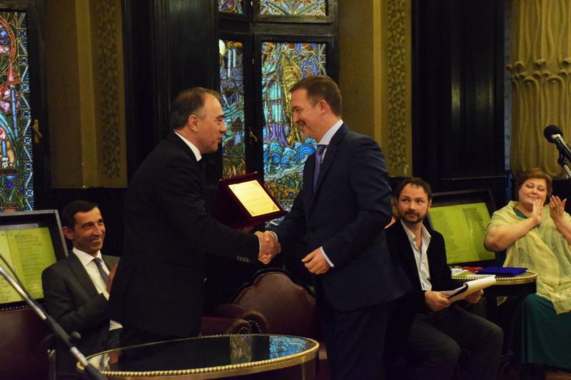 """Vizualizati imaginile din articolul: Patru târgumureşeni au primit titlul de """"Cetăţean de onoare al Municipiului Tîrgu Mureş, iar alţi nouă au fost nominalizaţi pentru premiile """"Pro Cultura'"""