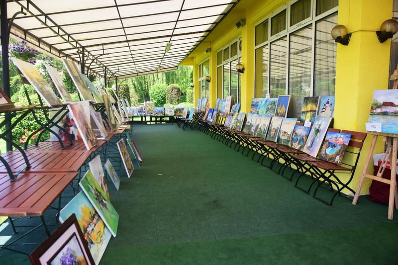 Vizualizati imaginile din articolul: A 8-a ediţie a Taberei de Pictură organizată de Primăria Tîrgu Mureş, peste 100 de lucrări