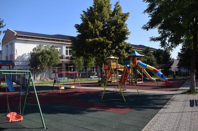 Vizualizati imaginile din articolul: Lucrările sunt în toi la Școala Gimnazială Al. Ioan Cuza din Tîrgu Mureș