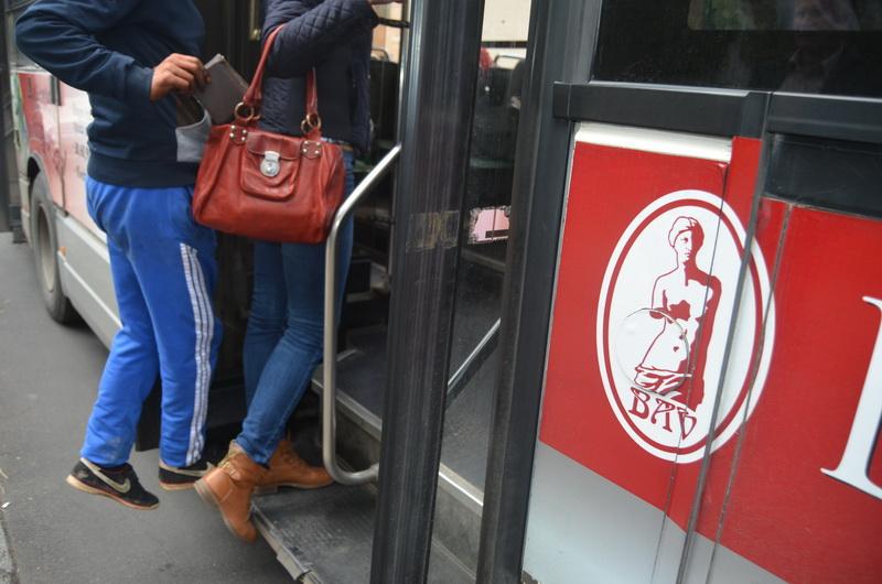 Vizualizati imaginile din articolul: PERSOANĂ SUSPECTĂ DE FURT PRINSĂ DE  POLIȚIA LOCALĂ