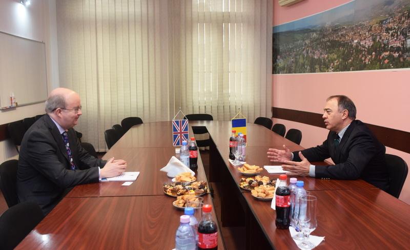 Vizualizati imaginile din articolul: Întâlnire oficială a primarului Dorin Florea cu ambasadorul Marii Britanii la Bucureşti, Paul Brummell