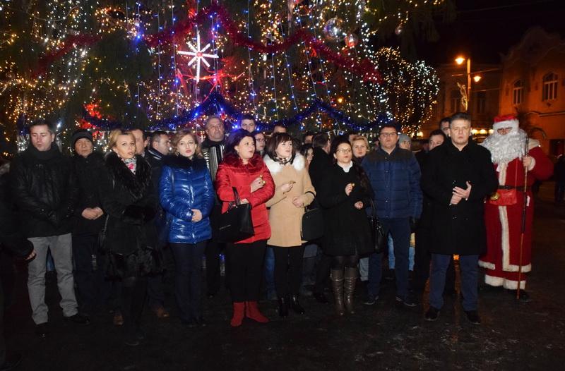 Vizualizati imaginile din articolul: Echipa Primăriei Tîrgu Mureş a colindat asociaţiile de proprietari