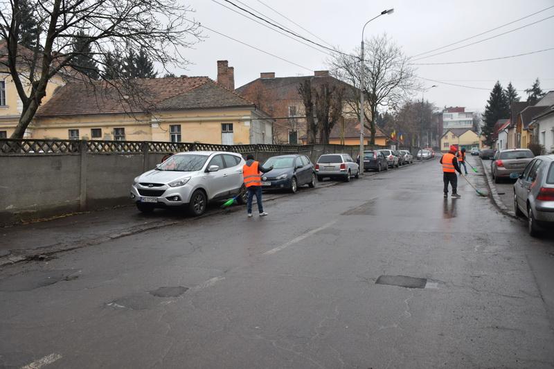 Vizualizati imaginile din articolul: Continuă acţiunile de curăţenie pe străzile din Tîrgu Mureş