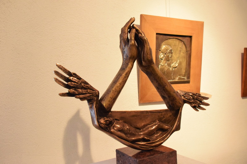 Vizualizati imaginile din articolul: Festészeti és szobrászati kiállítás a Középkori Várban