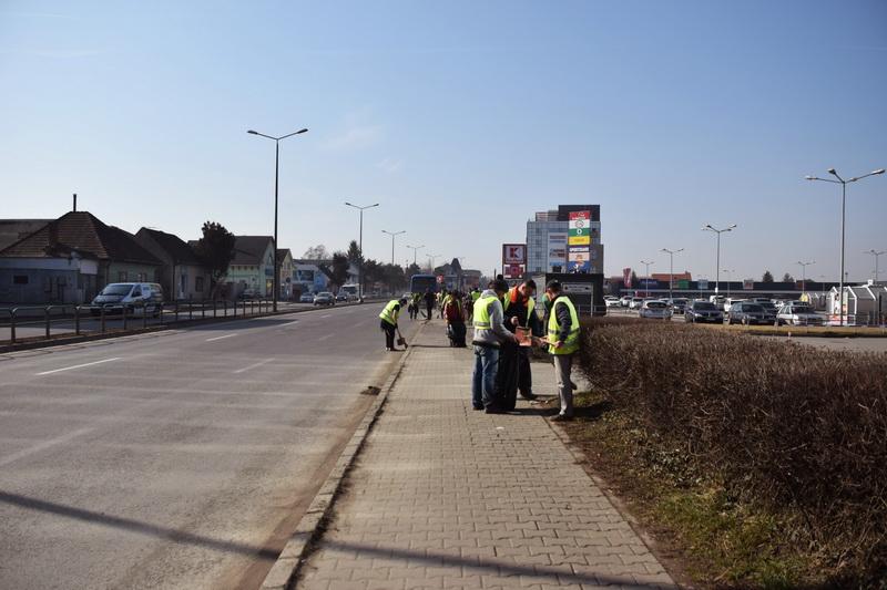 Vizualizati imaginile din articolul: Curăţenie pe strada Gheorghe Doja ....