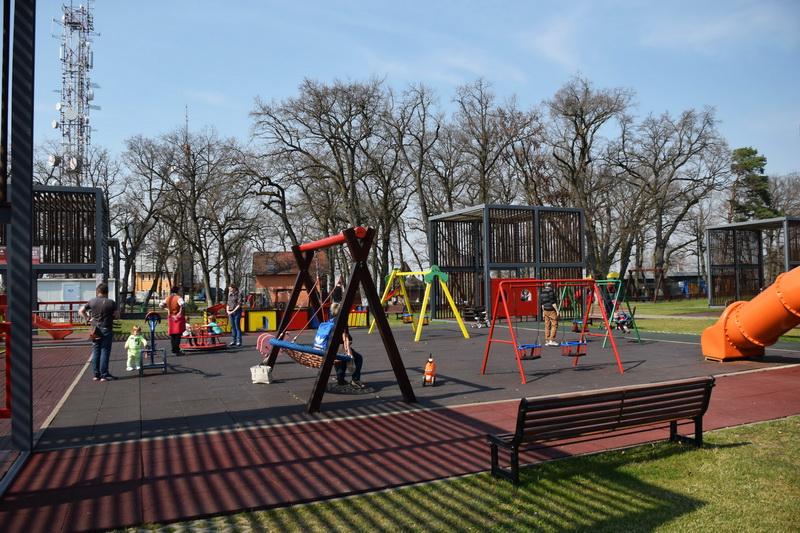 Vizualizati imaginile din articolul: Parcul de la Platoul Corneşti îşi aşteaptă vizitatorii !