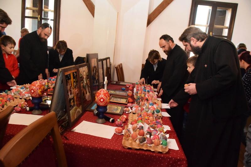 Vizualizati imaginile din articolul: Peste 250 de copii au încondeiat ouă, la Cetatea Medievală din Tîrgu Mureş