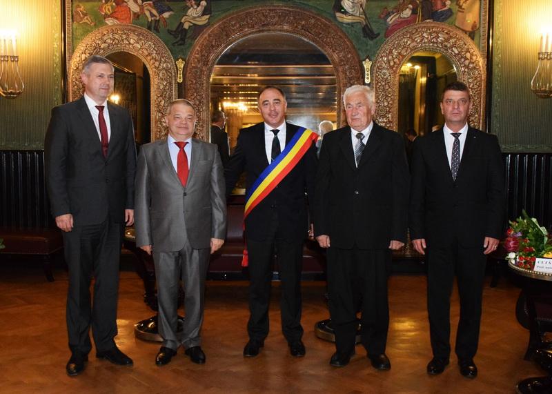 """Vizualizati imaginile din articolul: Două personalităţi au primit titlul de """"Cetăţean de onoare al Municipiului Tîrgu Mureş"""