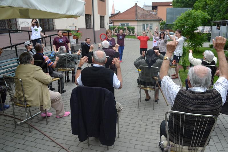 """Vizualizati imaginile din articolul: Campania """"TU AI FUMURI? B-UNICII FĂRĂ FUMURI'"""