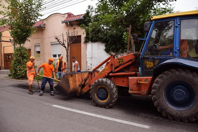 Vizualizati imaginile din articolul: Primăria Tîrgu Mureş continuă acţiunile de frezare – plombare a străzilor din municipiu