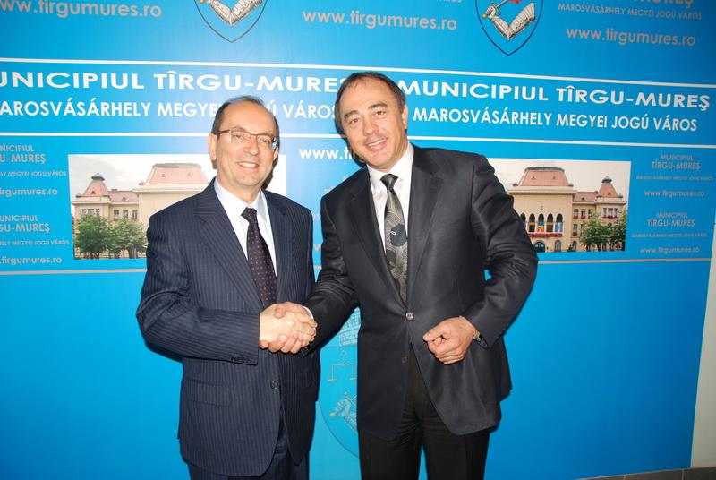 Vizualizati imaginile din articolul: The Ambassador of Italy in visit to Tirgu Mures City Hall