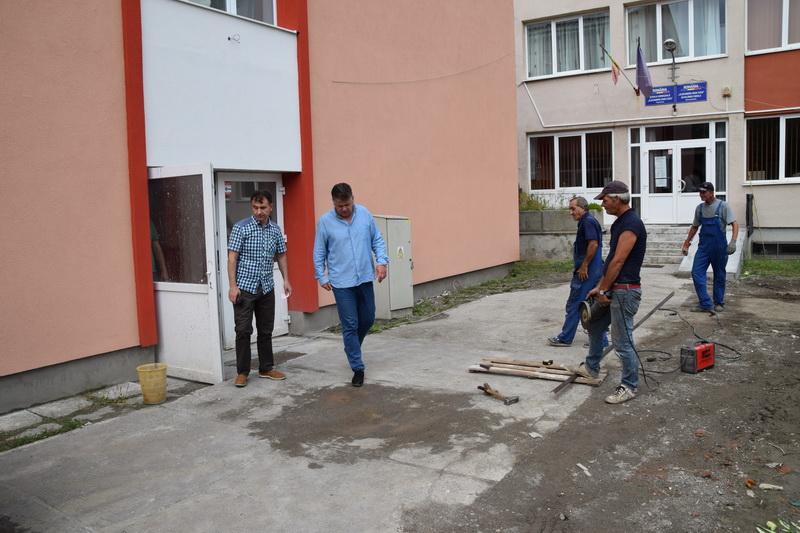 """Vizualizati imaginile din articolul: Investiţii în educaţie – Gimnaziul """"Alexandru Ioan Cuza'"""
