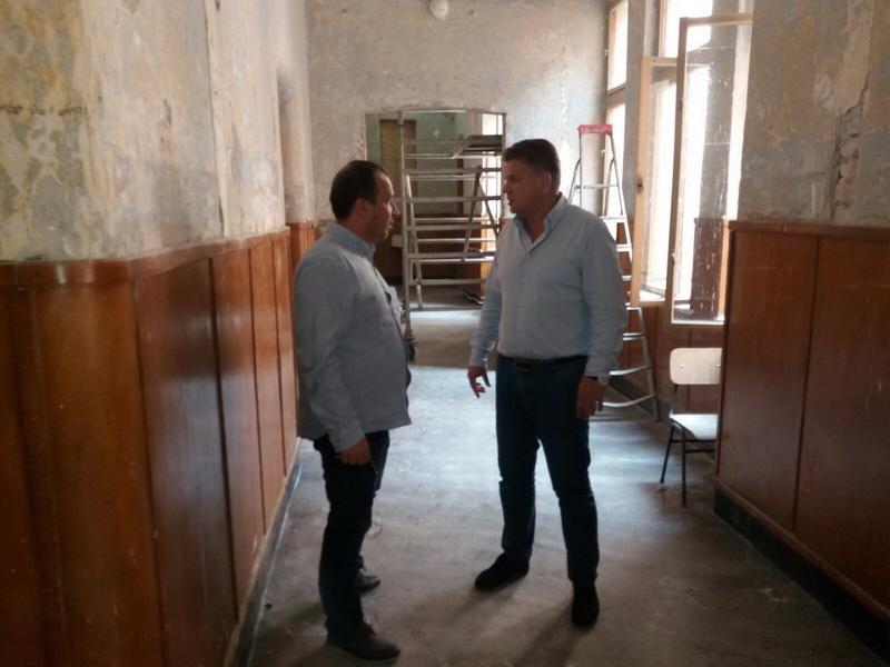 """Vizualizati imaginile din articolul: Investiţii în educaţie: Colegiul Naţional """"Alexandu Papiu Ilarian'"""