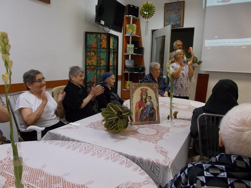 Vizualizati imaginile din articolul: Nouă B-unicuțe purtând numele de Maria și o B-unicuță , pe cel de Mărioara, au fost serbate în mijlocul celorlalți B-unici