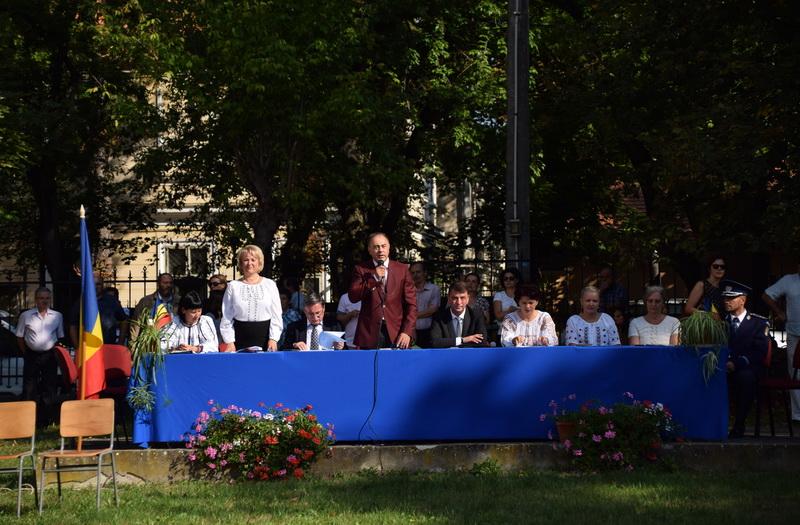 """Vizualizati imaginile din articolul: Primarul Dorin Florea a participat luni, 11 septembrie, la deschiderea anului şcolar 2017 – 2018 la Colegiul Național """"Unirea'"""
