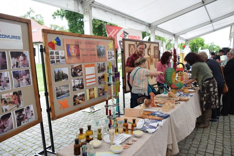 Vizualizati imaginile din articolul: Október 11-13 között: Művészetek és Mesterségek Vására Marosvásárhelyen
