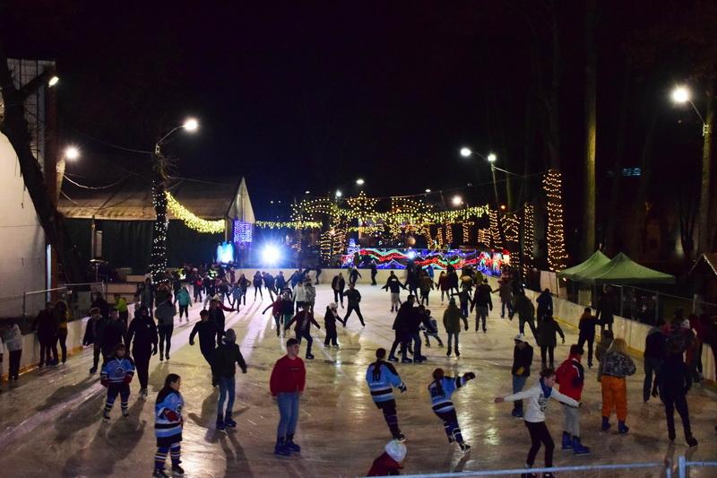 Vizualizati imaginile din articolul: Egy hónap alatt tízezren korcsolyáztak a Ligetben