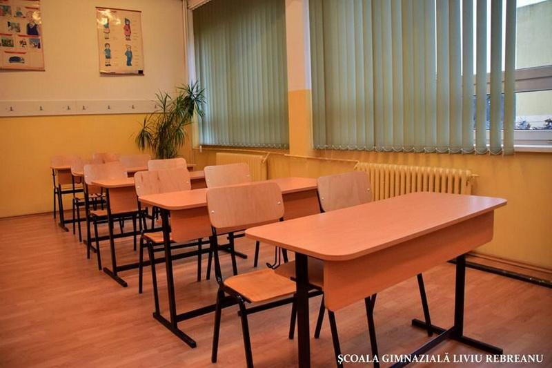 """Vizualizati imaginile din articolul: Mobilier nou la şcolile gimnaziale """"Dacia',""""Liviu Rebreanu' şi Şcoala Waldorf"""