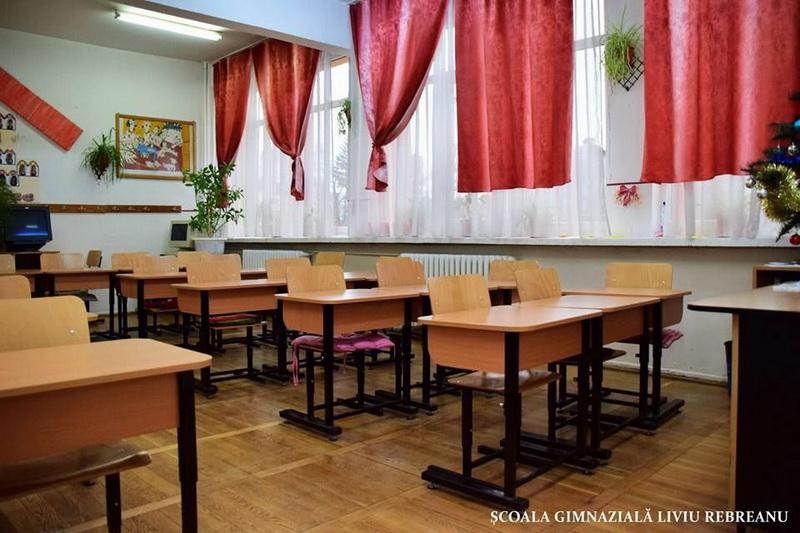 Vizualizati imaginile din articolul: Új bútorzat a Dacia és Liviu Rebreanu általános iskolákban ,valamint a Waldorf  Iskolában