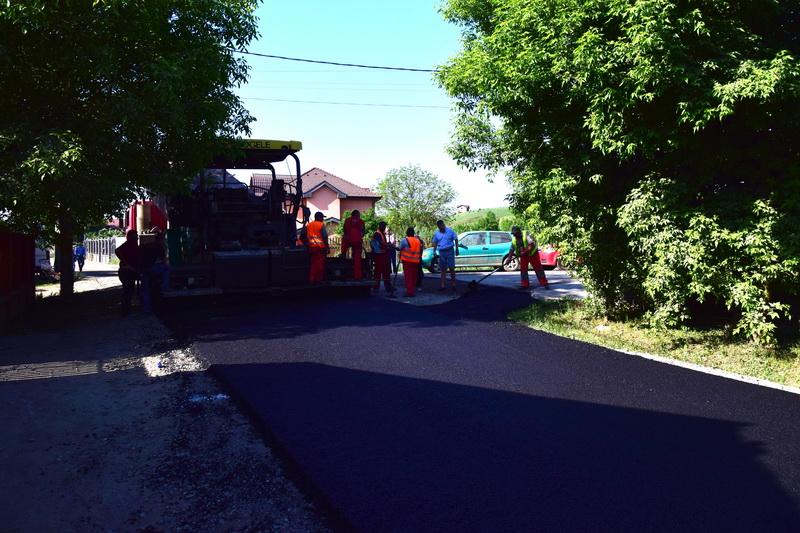Vizualizati imaginile din articolul: Strada Pomilor din cartierul Unirii - asfaltată