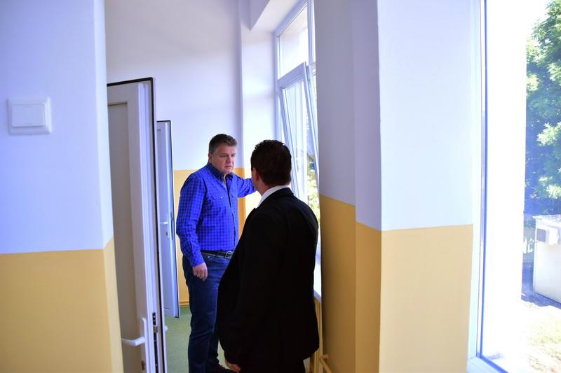 """Vizualizati imaginile din articolul: Liceul cu program sportiv """"Szasz Adalbert' a fost reabilitat !"""