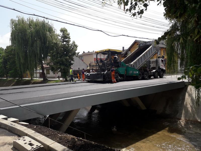 Vizualizati imaginile din articolul: Promptitudine, calitate şi siguranţă: Podul de pe strada Secerei a fost finalizat în devans!
