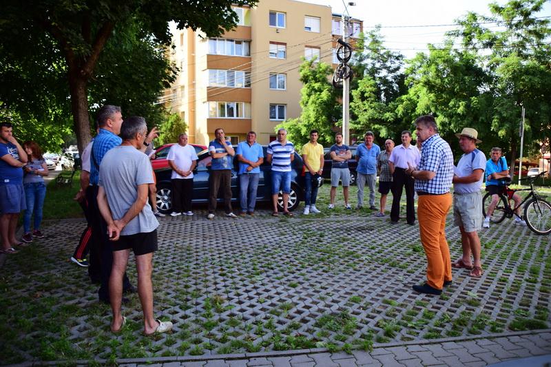 Vizualizati imaginile din articolul: Întâlniri cu cetăţenii...pe strada Măgurei!