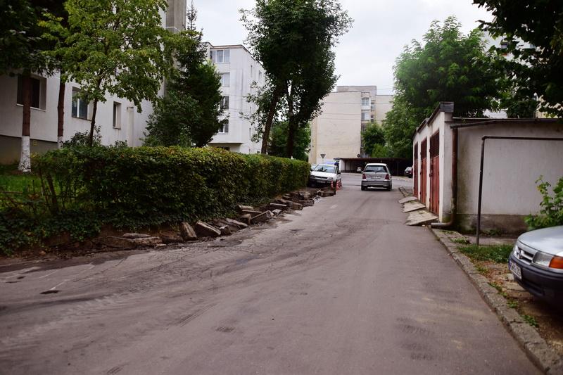 Vizualizati imaginile din articolul: Lucrări diverse pe strada Sârguinţei din cartierul TUDOR