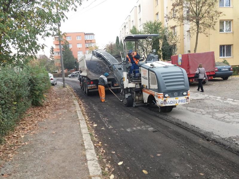 Vizualizati imaginile din articolul: Trotuare asfaltate pe strada Parângului
