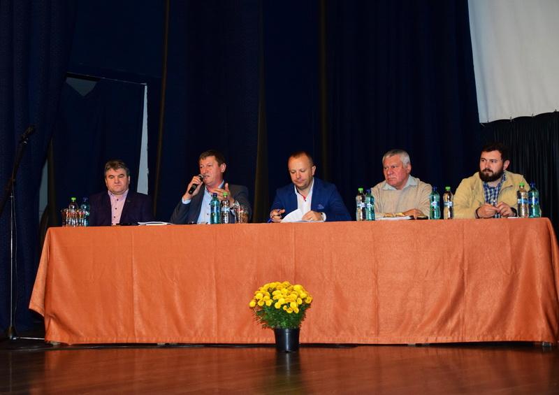 Vizualizati imaginile din articolul: Közvita a Mihai Eminescu kulturális központban
